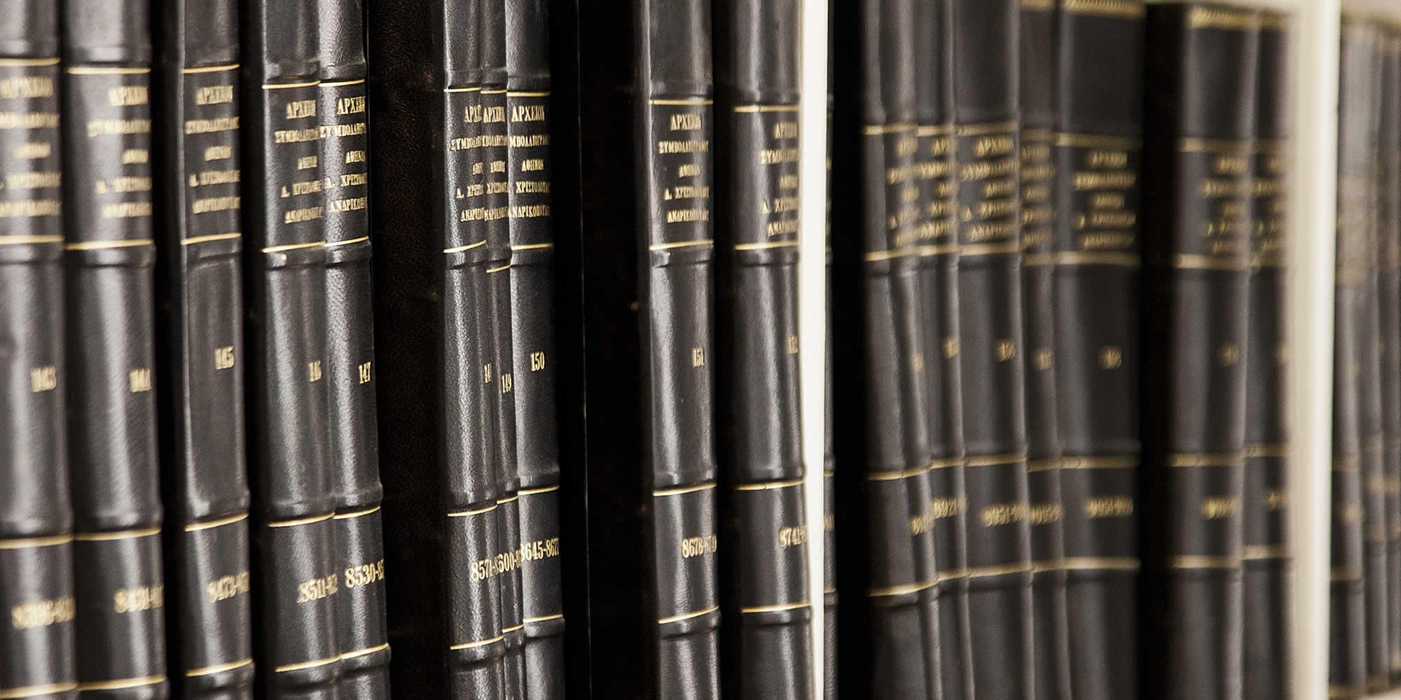 Το συμβολαιογραφείο της Αλίκης Χριστοδούλου, το οποίο ιδρύθηκε αρχικά από την γιαγιά της Αικατερίνη Ανδρικοπούλου το έτος 1957, βρίσκεται στο κέντρο της Αθήνας, στην οδό Σοφοκλέους αρ. 7-9, απέναντι από το κτίριο του πρώην Χρηματιστηρίου Αθηνών | The notary firm of Alice Christodoulou is offering services which concern all the fields of the modern notarial vocation, such as: Real Estate Law, Corporate Law & Family Law | Depuis de nombreuses années, cette étude est une référence dans les domaines du: Droit de la propriété, Droit des sociétés, Droit de la famille
